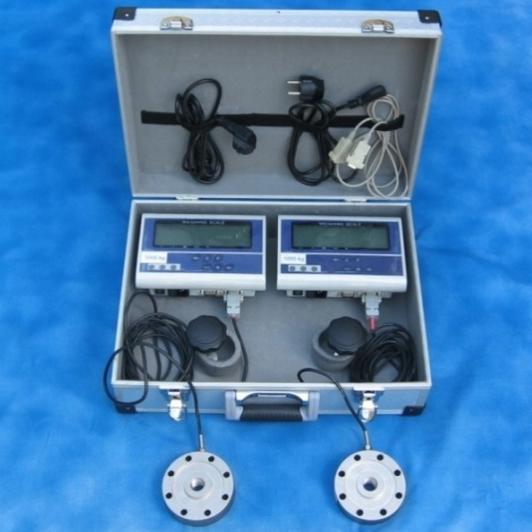 Měřící kufr se dvěma jednotkami s různým rozsahem měření.